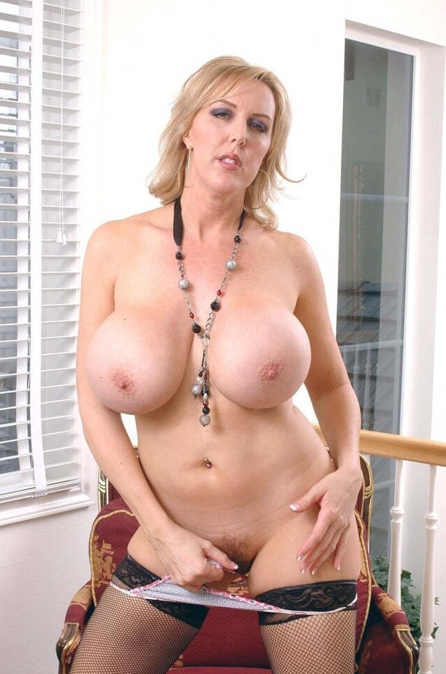 Cernohous recommend Sexy blue eyed brunette